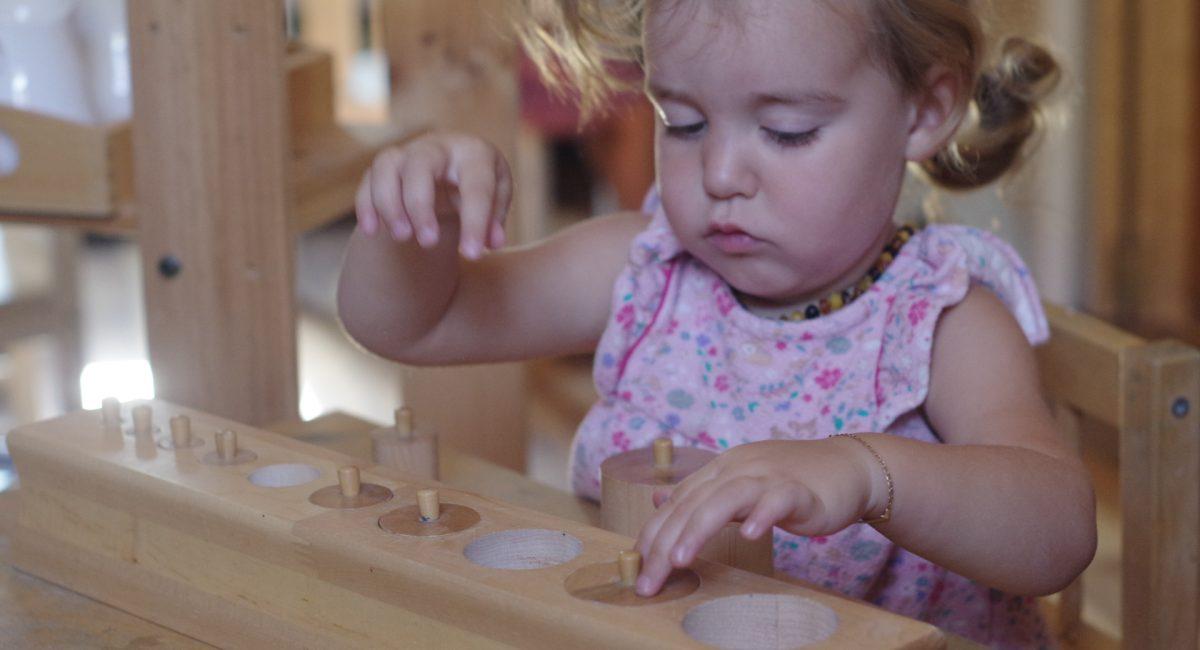 montessori fille enfant 2 ans activité